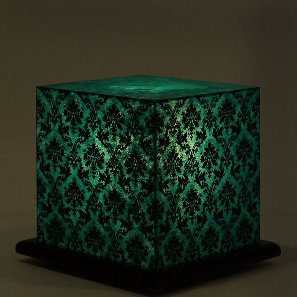 Pretty paisely green table lamp for Pretty html table