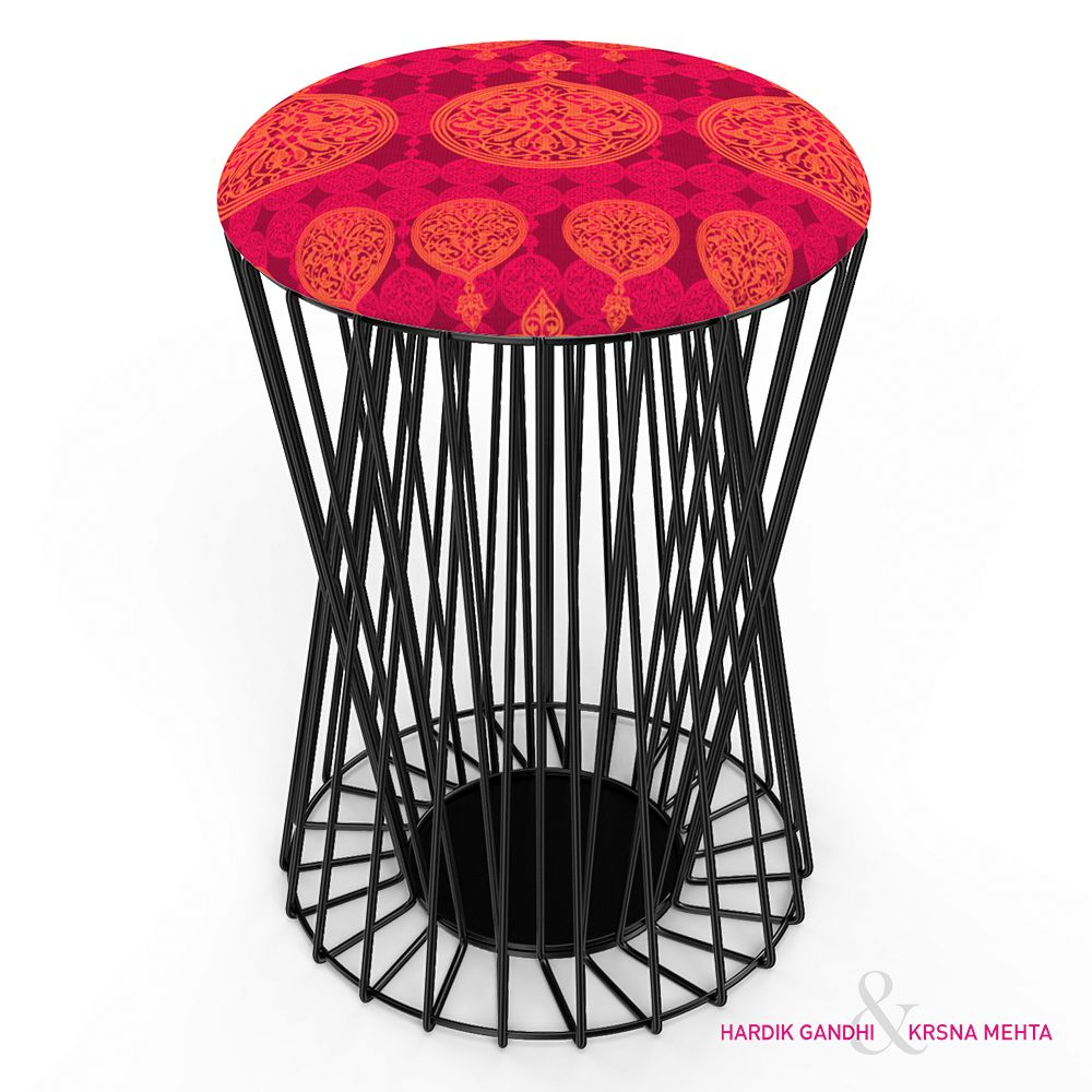 Carved Circles Wiro Stool